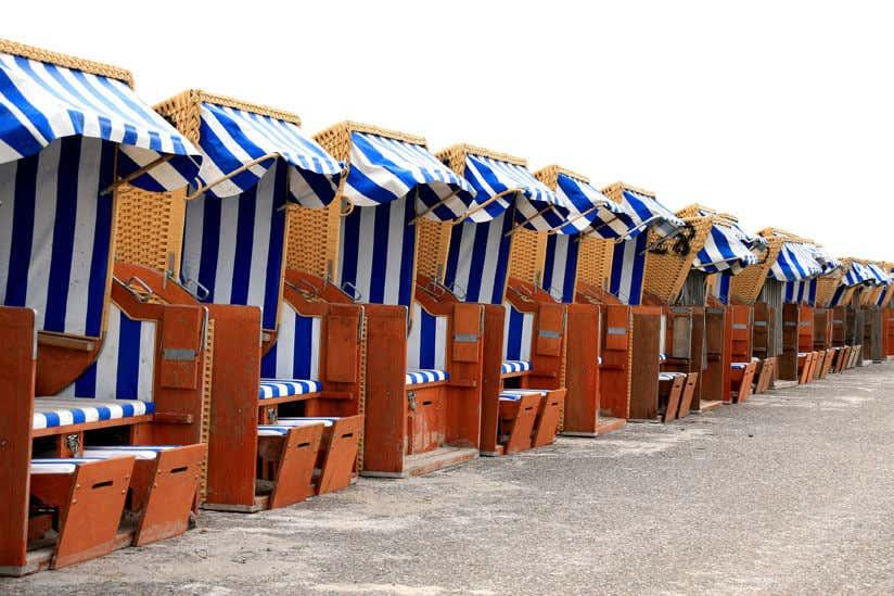 Ganz und zu Extrem Strandkorb im Garten: Tipps zur Aufstellung, Pflege & Deko &KZ_73