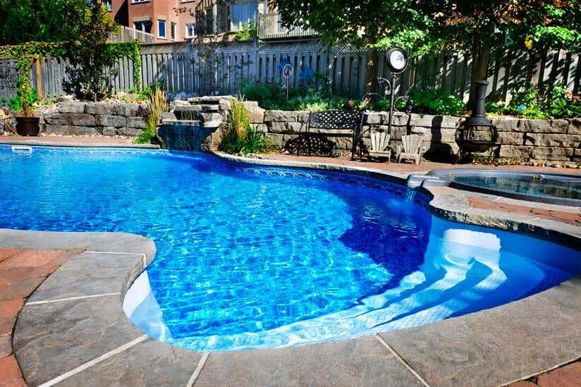 Swimmingpool Mit Sichtschutzzaun