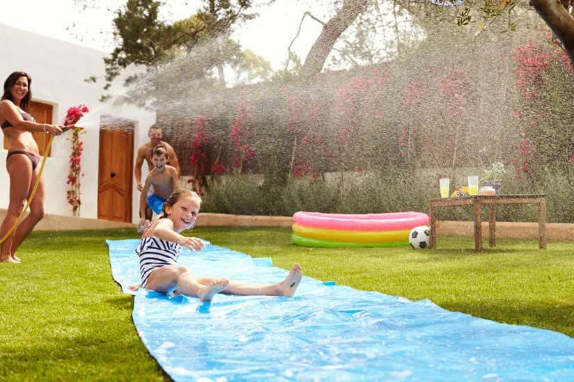 Kindergeburtstag im garten ideen f r deko spiele essen - Wasserrutsche garten ...
