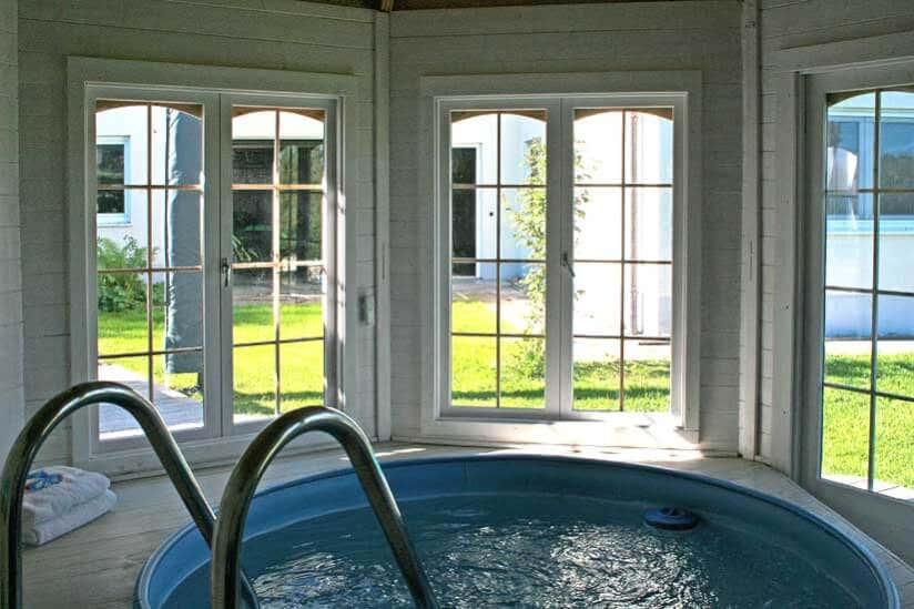 Badespaß pur: ein Gartenhaus als Poolhaus