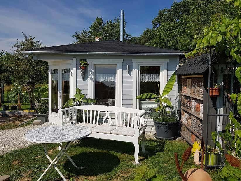 5 eck gartenhaus maja 44 aufbau im gr nen. Black Bedroom Furniture Sets. Home Design Ideas