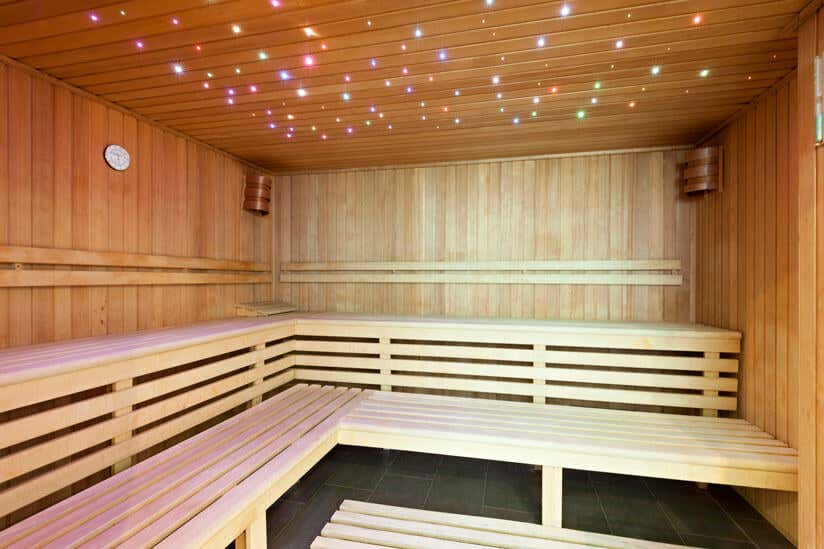 Saunainnenraum mit LED Deckenbeleuchtung