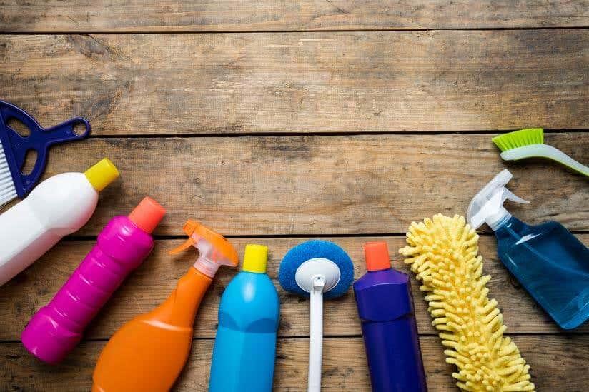 Gartenhaus reinigen und pflegen Putzmittel